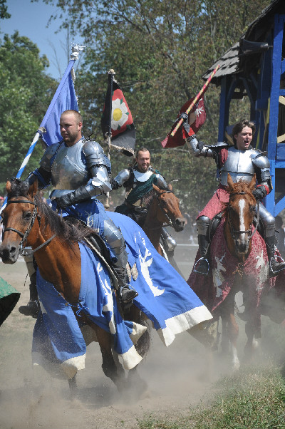 RoundTable Productions brings joust horses to the Michigan Renaissance Festival
