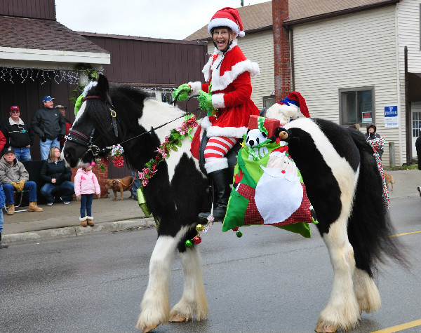 lexington michigan old fashioned christmas horse parade - Horse Christmas Decorations