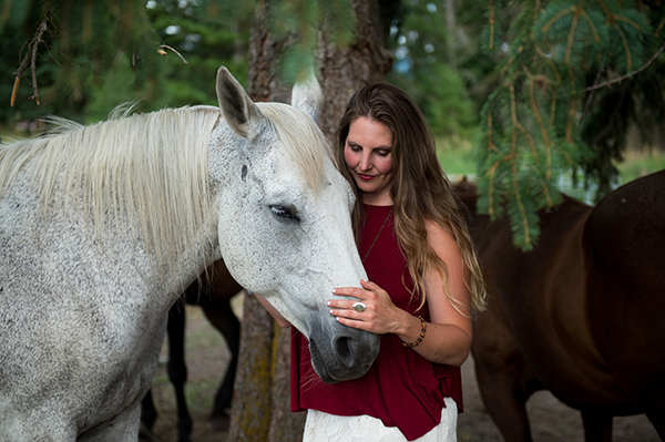 Hillary Schneider retreats horses