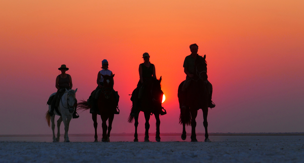 Sunset-on-Makgadikgadi-Pans