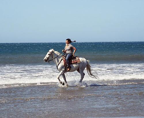 beach horseback nicaragua