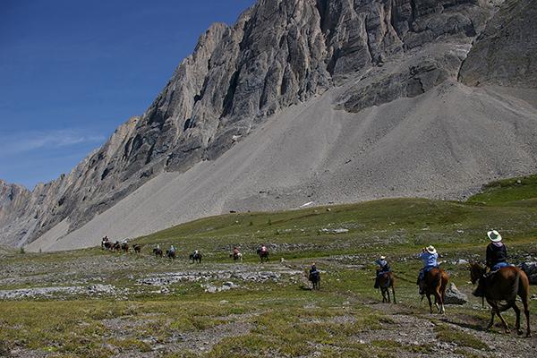canadian rockies horseback riding
