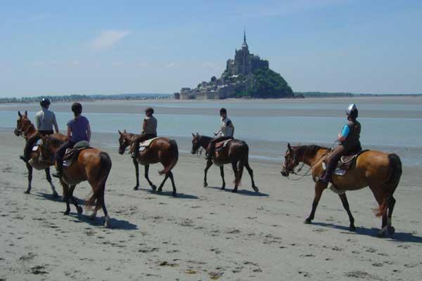 cheval plaisir - riding by mont saint-michel