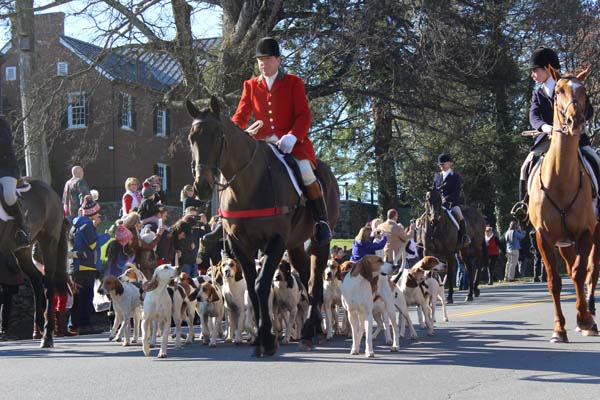 Christmas in Middleburg Hunt and Hounds