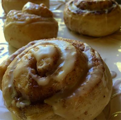 cinnamon rolls medicine bow lodge