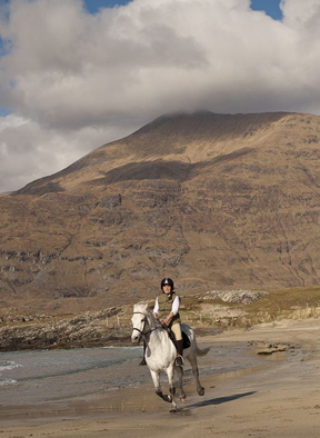horseback riding on the beaches of connemara