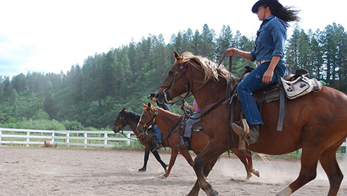 Colorado Trails Ranch organizes rides for all ages for a complete Colorado family vacation.