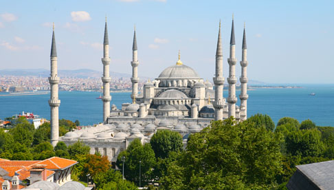 join a group tour to visit the major sights Istanbul, including the Blue Mosque, Aya Sofya, the Hippodrome and Topkapi Palace.