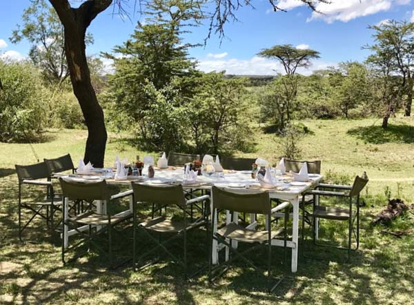 Lunch in the Mara