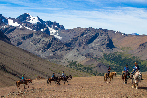 horseback riding in chilcotin mountains