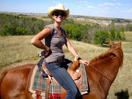 Jessie Veeder riding horses