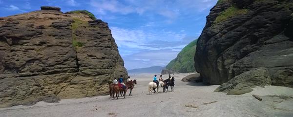 oregon horseback riding on the beach