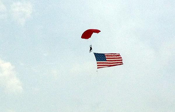 Sky divers at WEG