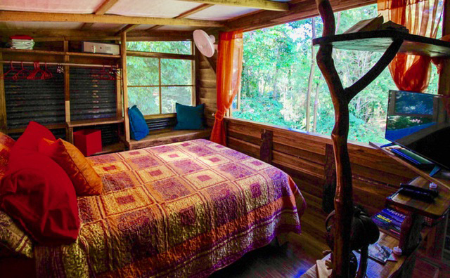 Treehouse accommodations costa rica