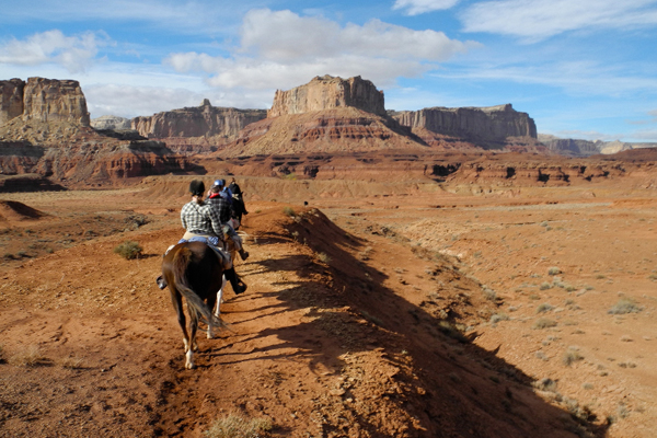 utah horseback riding canyonlands